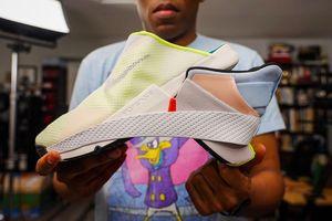 Giày Nike đi không cần dùng tay bị đẩy giá lên 2.000 USD