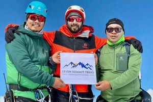 Hoàng tử Bahrain chinh phục độ cao mới của đỉnh Everest