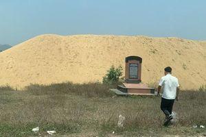 Chủ tịch tỉnh Bình Định yêu cầu xử lý dứt điểm núi cát 'khủng' trong khu di tích lịch sử