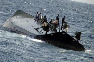 Tàu thủy đâm vào gốc cây vỡ làm đôi, 35 người chết và mất tích