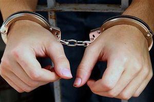 Tạm giữ người đàn ông nghi ngáo đá truy sát bố mẹ, đánh đập 2 con nhỏ