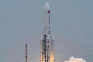 Trung Quốc mắng Mỹ cố tình 'bôi nhọ' vụ tên lửa khổng lồ rơi tự do xuống Trái đất