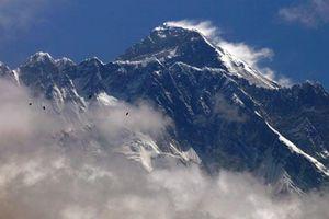 Nepal kêu gọi các nhà leo núi mang bình oxy rỗng về nạp lại cho bệnh nhân COVID-19