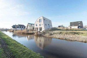 Ngôi nhà 'đá' xây trên cồn cỏ độc đáo ở Hà Lan