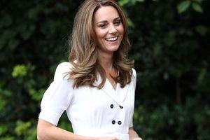 Bí ẩn tủ đồ Hoàng gia: Mẹo giúp Kate đứng thoải mái trên giày cao gót suốt nhiều giờ