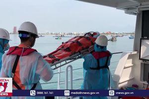 Cứu ngư dân trên vùng biển Hoàng Sa
