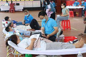 Hơn 500 người tham gia hiến máu