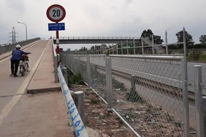Lắp đặt rào chắn đoạn qua Khu công nghiệp Vân Trung và Quang Châu