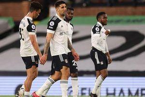 Fulham nhận vé cuối xuống hạng