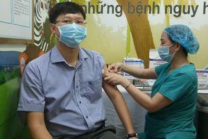 Quảng Ngãi: 8 trường hợp phản ứng nặng sau tiêm vắc xin COVID-19