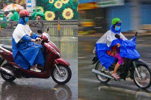 Tránh nguy cơ mất an toàn khi áo mưa che phủ gây hỏng đèn pha xe máy
