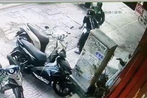 Tài xế công nghệ tông xe vào kẻ trộm xe máy ở Bình Thạnh
