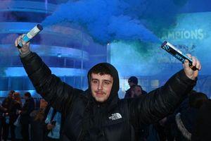 CĐV Man City ăn mừng chức vô địch Premier League