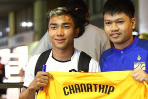 Chanathip bác tin đồn từ chối chơi cho tuyển Thái Lan