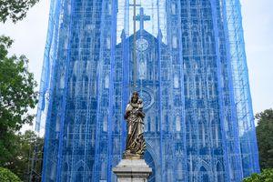 Nhà thờ Lớn Hà Nội 'khoác áo xanh' khi được cải tạo