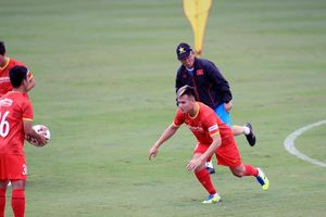 Bóng đá Việt Nam tập trung cao độ cho nhiệm vụ trước mắt