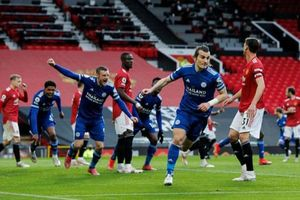 Thua Leicester 1-2, Man United gây khó cho Liverpool