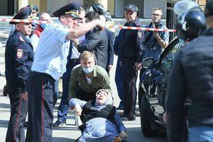 Nổ lớn và xả súng đẫm máu tại trường học ở Nga
