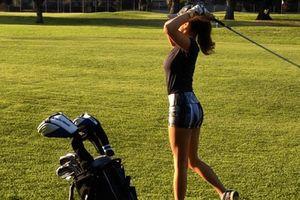 Nữ golf thủ nóng bỏng thích 'cởi đồ' nhất thế giới
