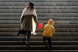 Giáo sư Trung Quốc kêu gọi chính phủ 'thưởng nóng' 1 triệu NDT cho mỗi gia đình sinh thêm con