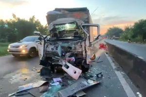 Xe tải đâm đuôi xe đầu kéo, tài xế trọng thương, một phụ nữ tử vong