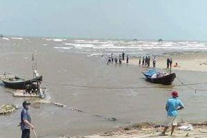 Ba nữ sinh lớp 7 bị sóng biển cuốn trôi