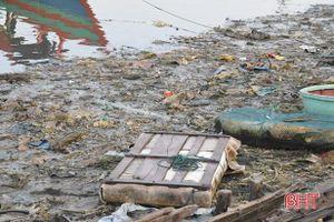 Người dân thiếu ý thức, âu thuyền Cửa Sót ngày càng ô nhiễm