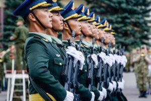 Sohu: 'Katyusha' Nga buộc cận vệ Trung Quốc phải hành quân theo cách mới