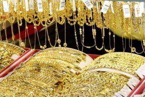 Giá vàng hôm nay 12/5: Giá vàng biến động trái chiều, quay đầu giảm sau 4 phiên tăng nóng