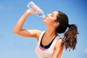 Tránh để cơ thể mất nước vào mùa nắng nóng bằng những tuyệt chiêu sau đây
