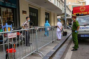 Cách ly y tế tòa nhà ở Hà Nội vì đôi vợ chồng về từ Đà Nẵng trốn khai báo y tế