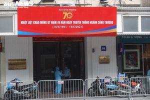Hà Nội phong tỏa tòa nhà 91 Đinh Tiên Hoàng, nơi ca nghi mắc COVID-19 làm việc