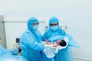 Lào Cai đón em bé chào đời an toàn tại khu cách ly