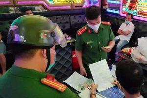 Đà Nẵng xử lý 5 người đi hát karaoke
