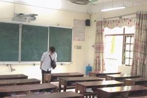Clip ghi lại khoảnh khắc của buổi học cuối cùng khiến người xem cảm thấy rưng rưng