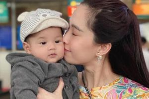 Con trai Hoa hậu Thu Thảo khiến sao Việt không ngừng 'thả tim' vì quá dễ thương