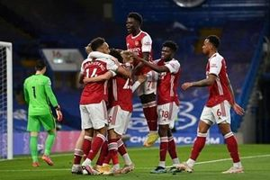 Arsenal bất ngờ quật ngã Chelsea