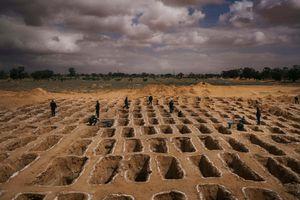 Những hố chôn tập thể hé lộ thảm kịch ở Libya