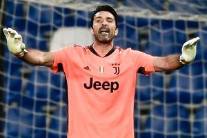 Buffon cản phạt đền ở tuổi 43