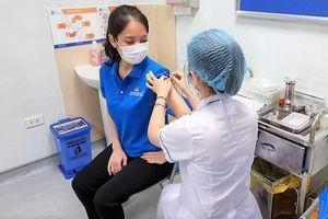 Tiêm vaccine Covid-19 cho tiếp viên, phi công