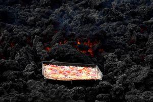 Nướng pizza trên miệng núi lửa đang hoạt động