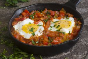 Cách làm trứng rán sốt cà chua kiểu Hoa
