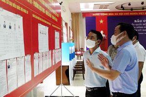 Phó Chủ tịch UBND TP Hà Nội Nguyễn Trọng Đông kiểm tra công tác phòng chống dịch, chuẩn bị bầu cử tại quận Cầu Giấy
