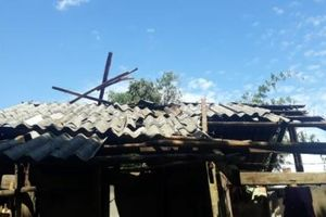 Gần 100 ngôi nhà bị sập, tốc mái do mưa lớn kèm giông lốc