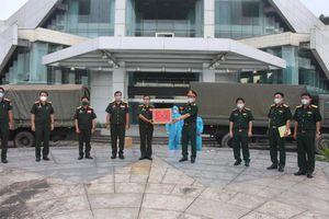 Quân khu 4 hỗ trợ Lào vật tư y tế chống dịch Covid-19