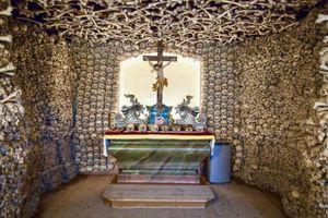 Cảnh tượng khó quên bên trong nhà thờ xương người nổi tiếng Ba Lan