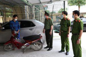 Siết cổ tài xế cướp taxi bất thành, đối tượng quay sang cướp xe máy