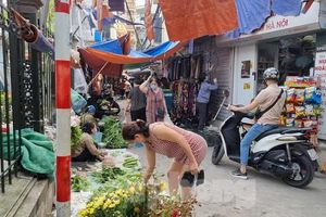 Chợ cóc tái hoạt động sau khi vắng bóng lực lượng chức năng