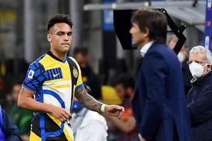 HLV Conte 'nắn gân' học trò ngay trên sân