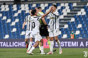 Ronaldo lập kỷ lục vĩ đại, Juventus thắp hi vọng dự C1